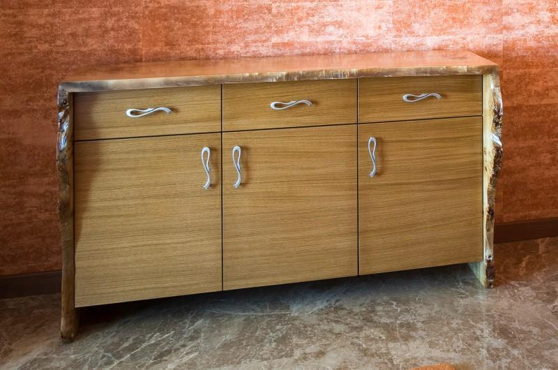 Шкаф от масивна декоративна топола №2